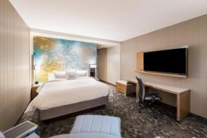 A bed or beds in a room at Courtyard by Marriott Tampa Northwest/Veterans Expressway