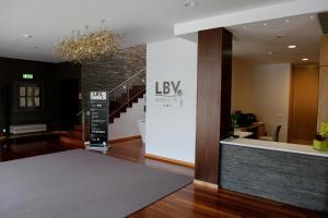 O saguão ou recepção de LBV House Hotel