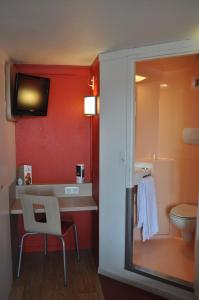 A bathroom at Premiere Classe Strasbourg Ouest
