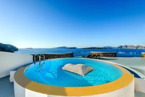 Piscine de l'établissement Ambassador Aegean Luxury Hotel & Suites ou située à proximité