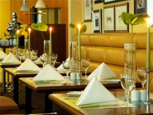 A restaurant or other place to eat at Parkhotel Bochum by stays