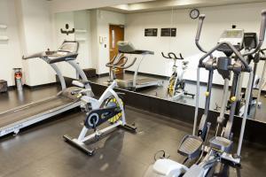 Gimnasio o instalaciones de fitness de City Express La Paz