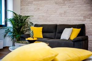 A seating area at Apartments Vincero