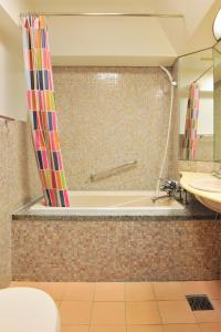 A bathroom at Khaosan Tokyo Laboratory