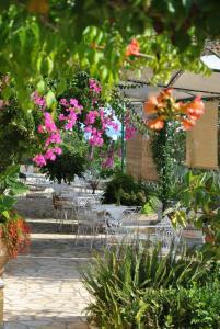 A garden outside Hotel Helios Splendid