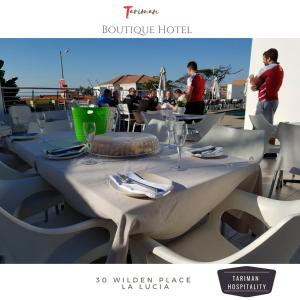 A restaurant or other place to eat at Tariman Boutique Hotel