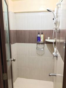 A bathroom at Palawan Holiday Home near SM