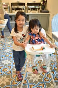 Children staying at Siri Heritage Bangkok Hotel