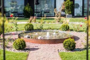 Ein Garten an der Unterkunft Gloriette Guesthouse