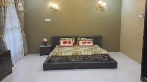 A bed or beds in a room at Holiday home homestay