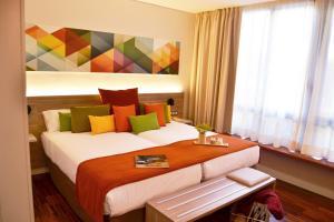 A bed or beds in a room at Hotel Escuela Santa Cruz