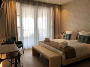 Een bed of bedden in een kamer bij Acropolis