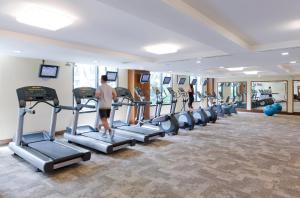 Das Fitnesscenter und/oder die Fitnesseinrichtungen in der Unterkunft Novotel Bangkok Suvarnabhumi Airport