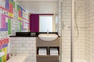 A bathroom at ibis Styles Glasgow Central