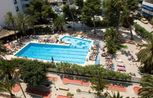 A view of the pool at Hotel Tropical or nearby