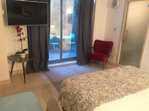 Säng eller sängar i ett rum på The Luxury Inn