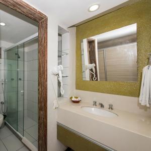 Ein Badezimmer in der Unterkunft Hotel Marsol Beach Resort