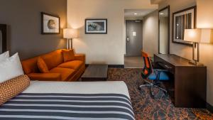 A seating area at Best Western Plus Executive Inn