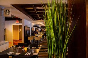 A restaurant or other place to eat at Courtyard Palo Alto Los Altos