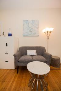 A seating area at Renovated Boston studio close to public trans, parking avail, easy access to Copley, Downtown Boston, Fenway, Kenmore