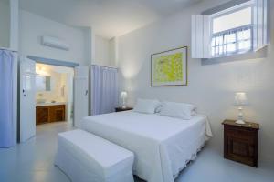A bed or beds in a room at Pousada Casa de Paraty Cabore