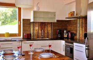 Кухня или кухненски бокс в Appartment Sofi - Enjoy The View