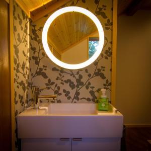 A bathroom at Hakuba Powder Cottage