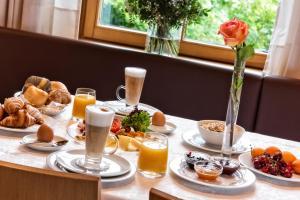 Завтрак для гостей Hotel Post