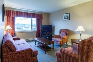 Гостиная зона в Economy Suites by HomePort