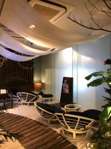 A seating area at Hotel Balian Resort Tomei Kawasaki I.C.