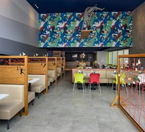 A restaurant or other place to eat at ibis budget Sao Paulo Paulista