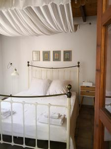 A bed or beds in a room at Liakoto