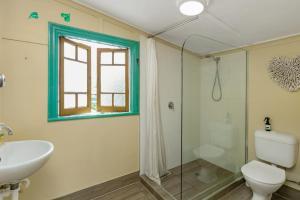 A bathroom at Tropic Days Boutique Hostel