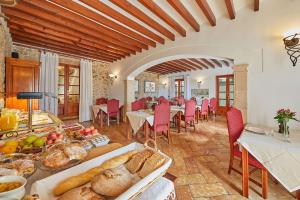 A restaurant or other place to eat at Cas Comte Suites & Spa - Adults Only