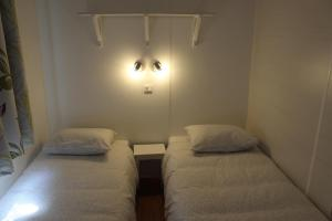 A bed or beds in a room at Camping Playa Arenillas