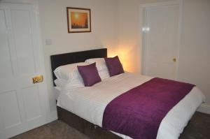 A bed or beds in a room at Woodlands 159