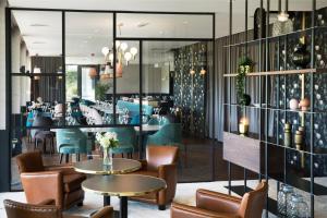 Salon ou bar de l'établissement Best Western Plus Hotel les Rives du Ter
