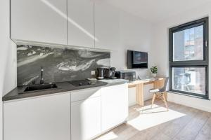 A kitchen or kitchenette at Browar Gdanski Budget by Renters