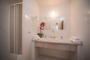 A bathroom at TOP HOTEL Praha