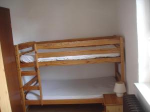 Ein Etagenbett oder Etagenbetten in einem Zimmer der Unterkunft Harzer Ferienpension