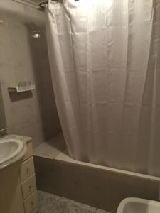 A bathroom at Hostal Hilton