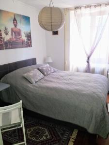 Ein Bett oder Betten in einem Zimmer der Unterkunft Chambres d'hôtes chez Pierrot et Flo