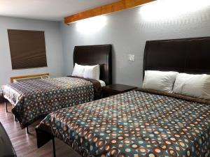 A bed or beds in a room at Budget Inn - Laurens