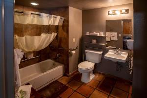 A bathroom at Red Stone Inn
