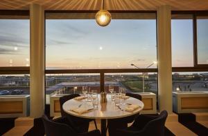 A restaurant or other place to eat at Grand Hôtel Du Casino De Dieppe