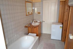 A bathroom at Hanlon House