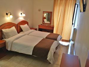 Кровать или кровати в номере Athinaiko Hotel