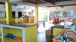 The lounge or bar area at Pagalù Hostel