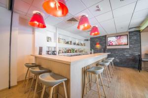 The lounge or bar area at Mandarina Hotel Luxembourg Airport
