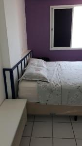 A bed or beds in a room at Apartamento Beira mar